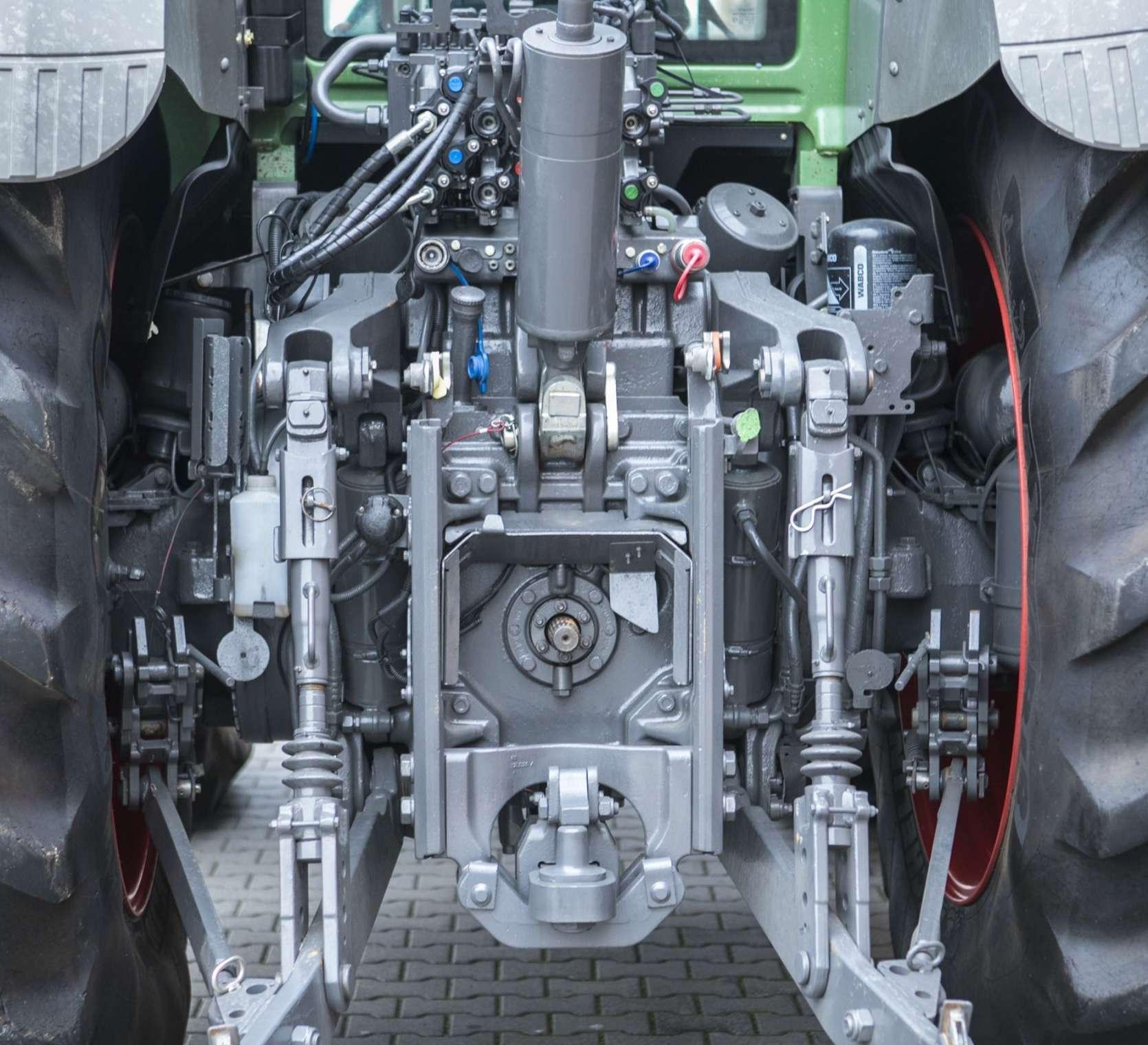 Trzystopniowy układ zawieszenia w używanym ciągniku Fendt 936 S4 profi