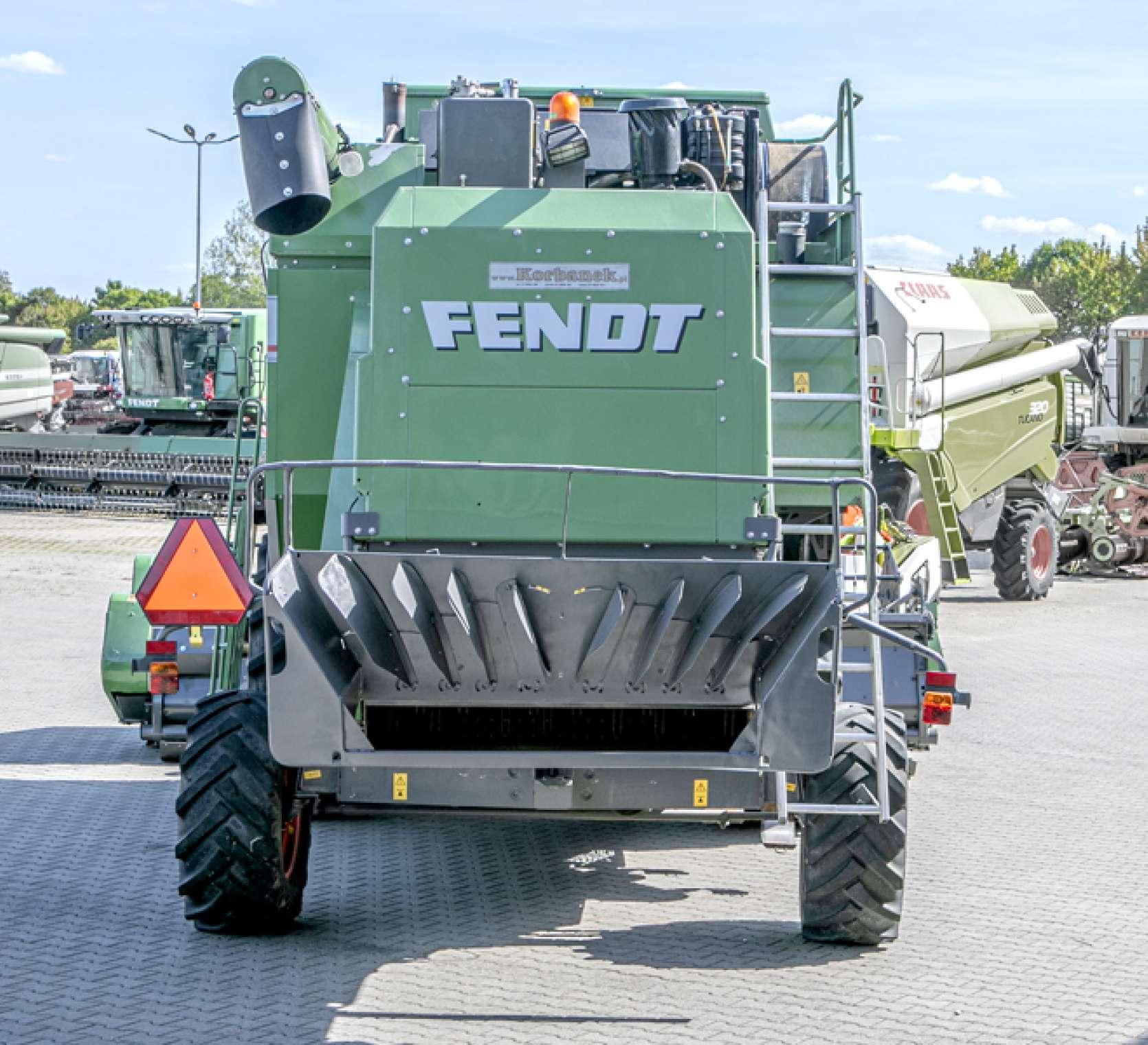 Widok na siekacz słomy w kombajnie FENDT 5220 E od korbanek.pl.