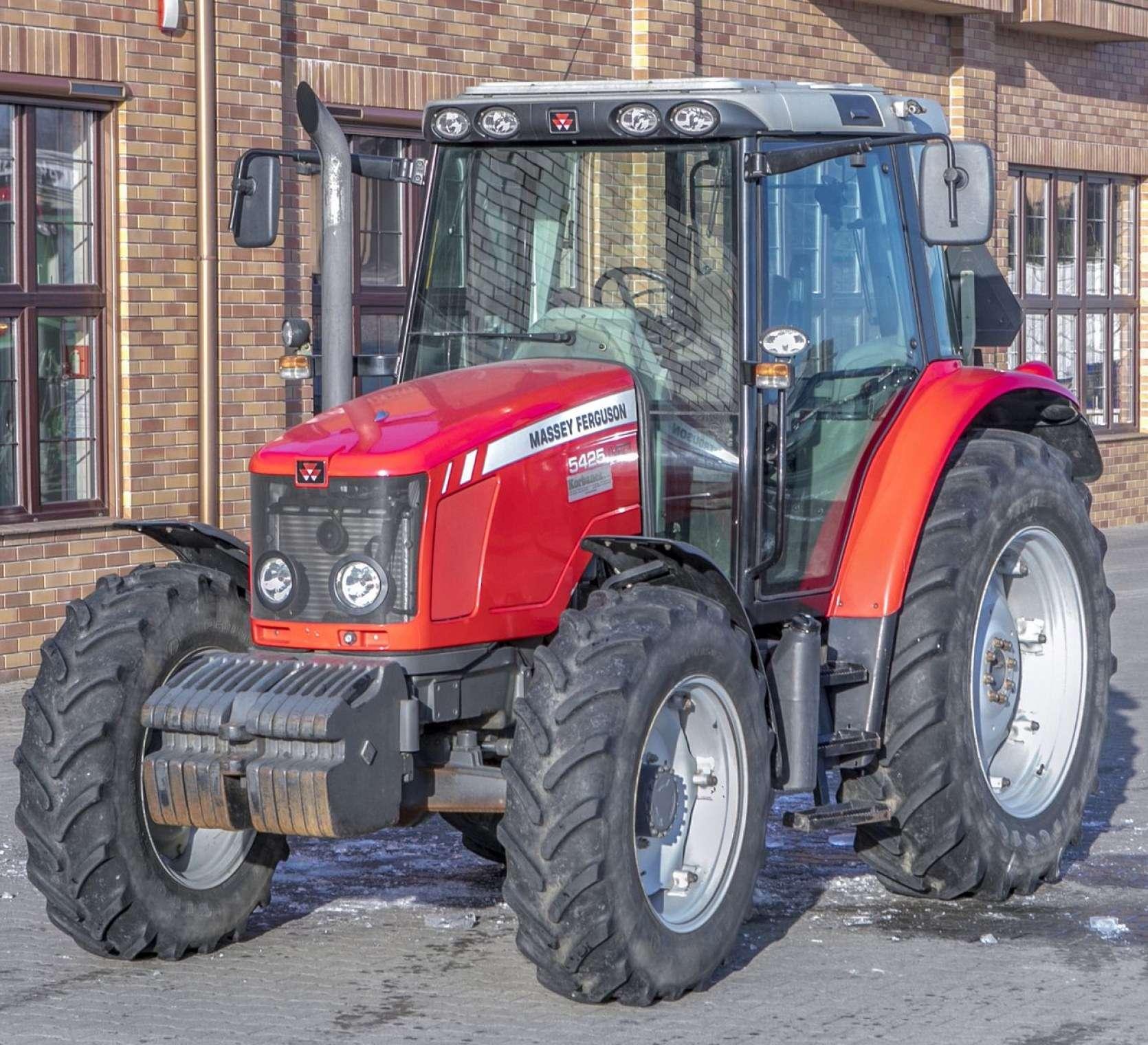 Czerwony traktor MF 5425 86 KM z oferty korbanek.pl