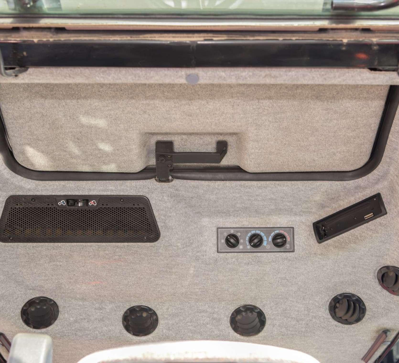 System ogrzewania wentylacji oraz klimatyzacji na panelu sufitowym w ciągniku MF model 5425