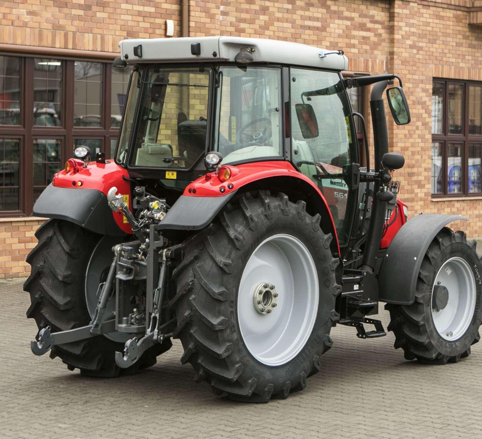 Ciągnik rolniczy marki Massey Ferguson 5611 układ SCR II generacji okazja korbanek.pl