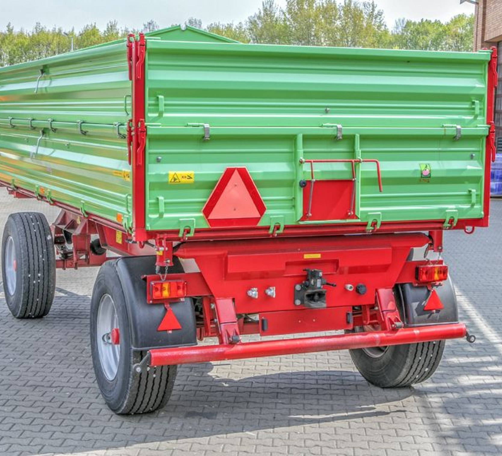Przyczepa rolnicza P10 LONG z trójstronnym wywrotem dwuosiowa wymiar paletowy