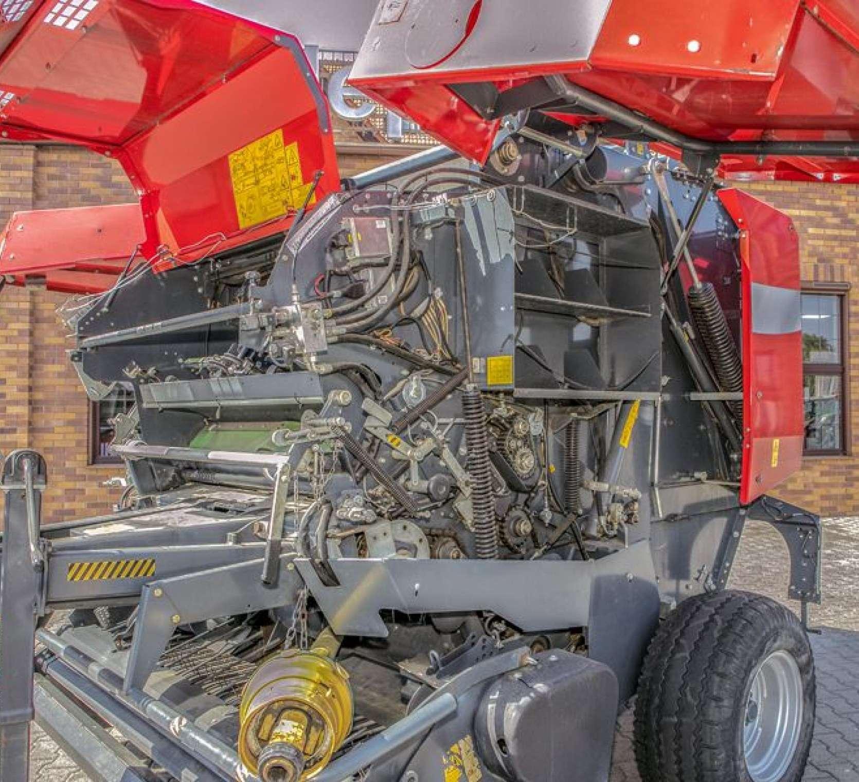 Massey Ferguson model 167 V prasa z terminalem obsługowym okazja korbanek.pl