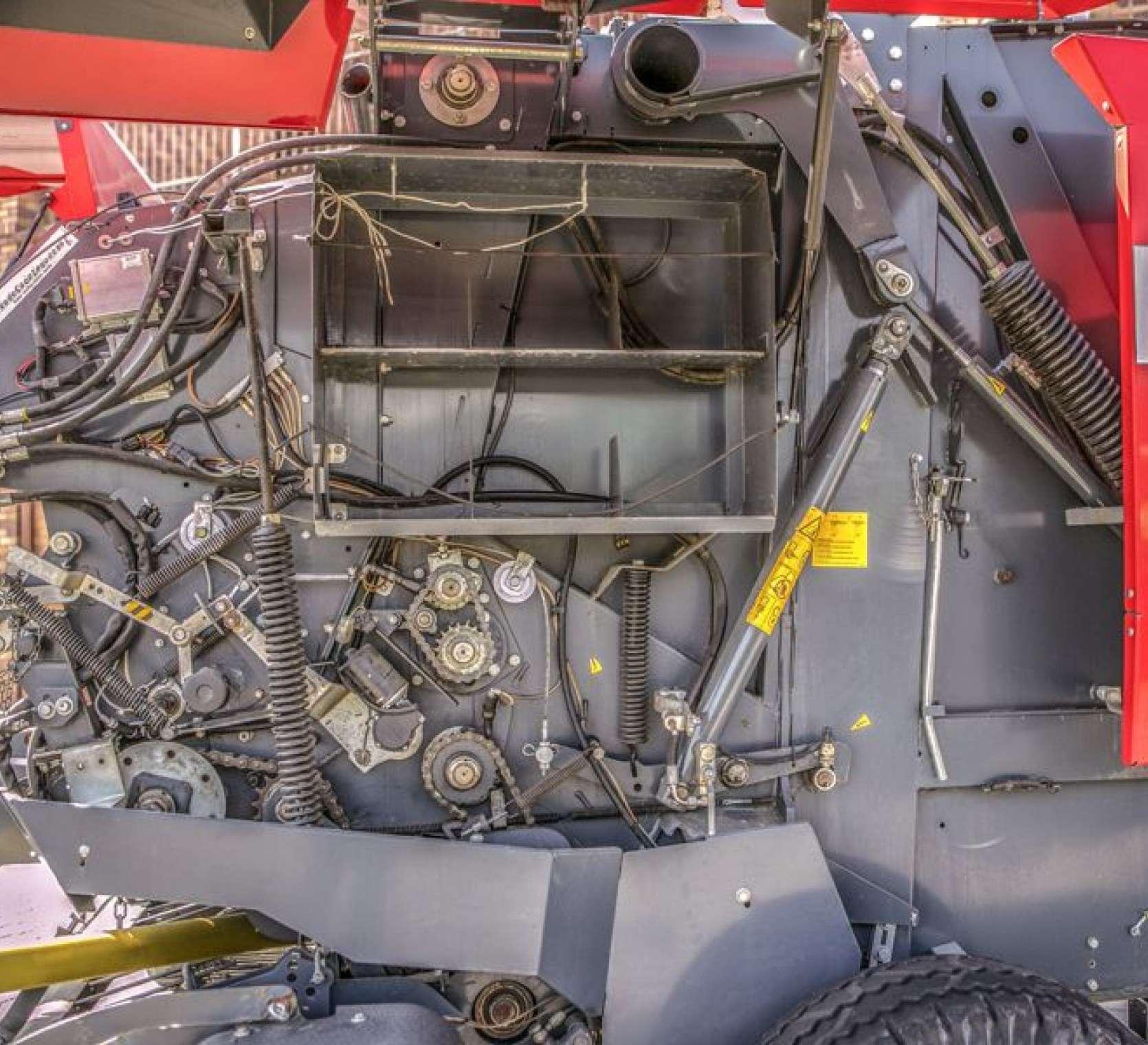 Massey Ferguson model 167 serii V zwijająca prasa od firmy korbanek