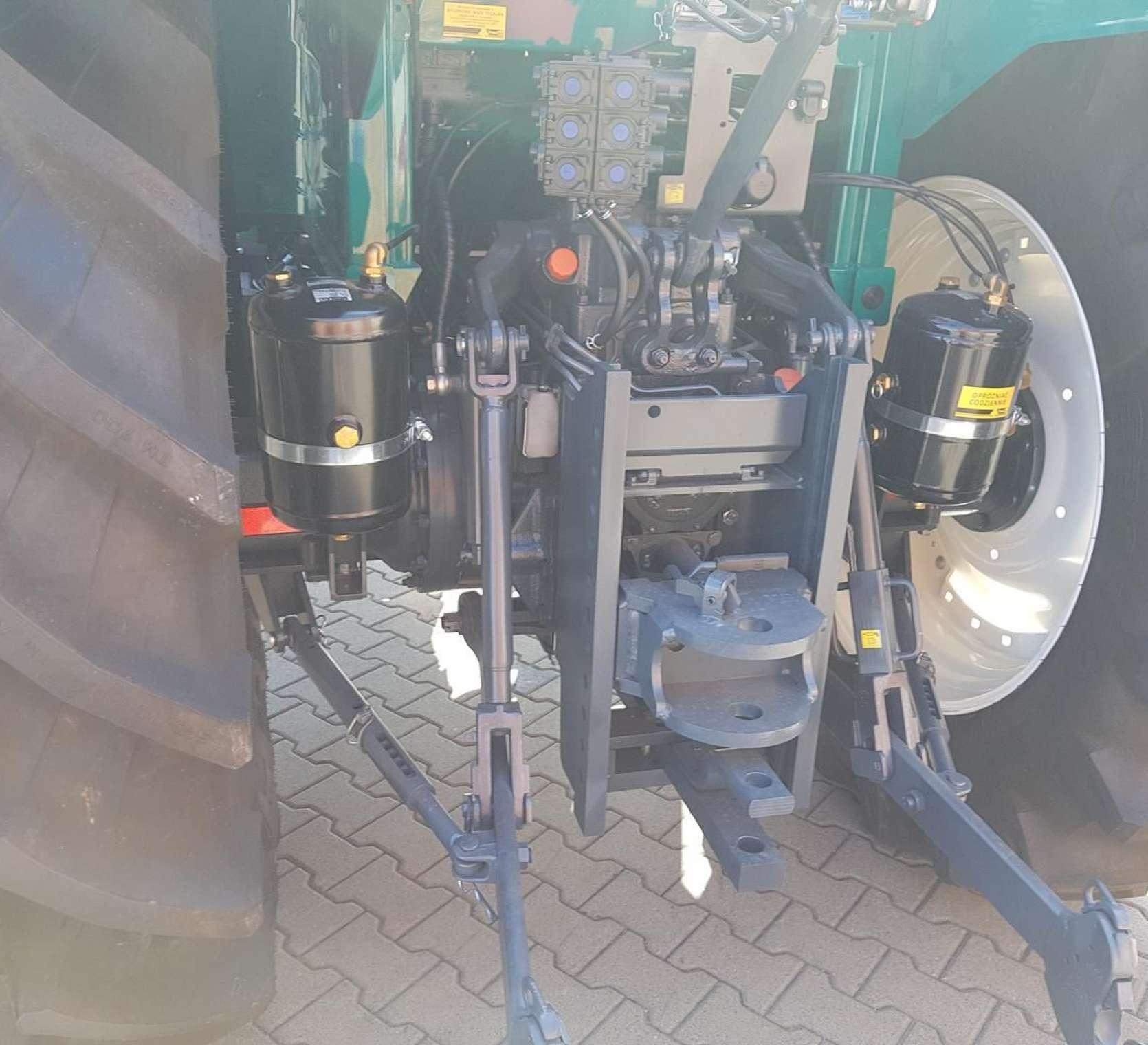 tyl ciagnika arbos tylny podnosnik zaczepy instalacja pneumatyczna wyjscia hydrauliczne