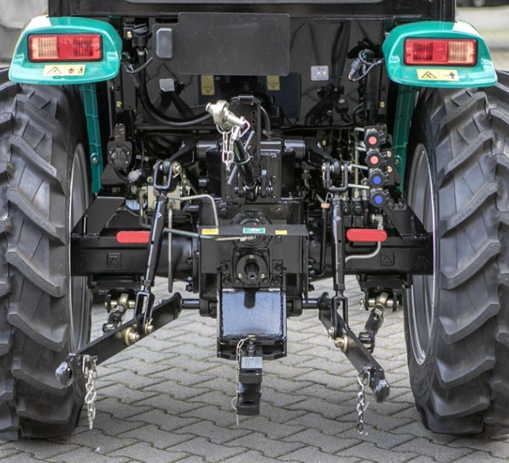 Tył Arbos 2025 TUZ belka dolna i wyjścia hydrauliczne