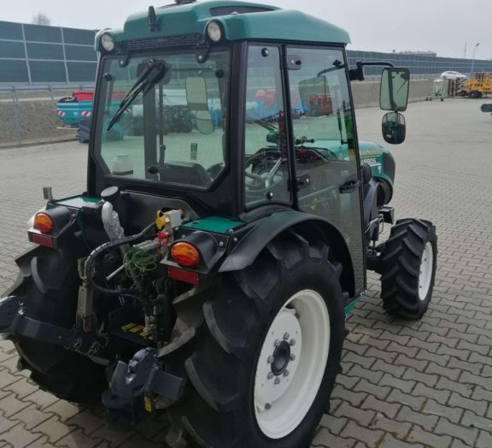 Arbos 4100F z wyposażeniem do pracy w sadzie