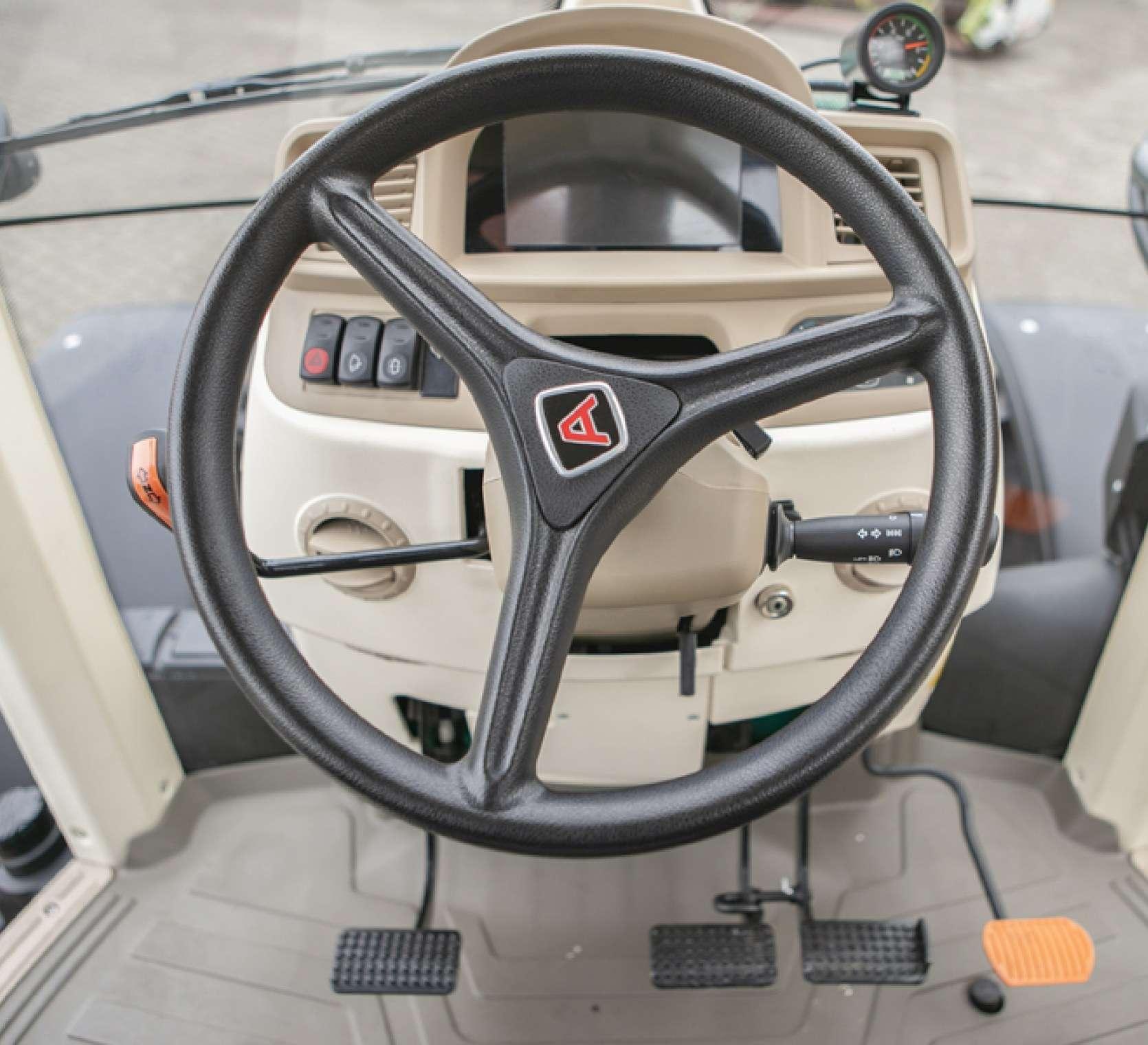 Kierownica w 5130 global - ciągniku o mocy 136KM
