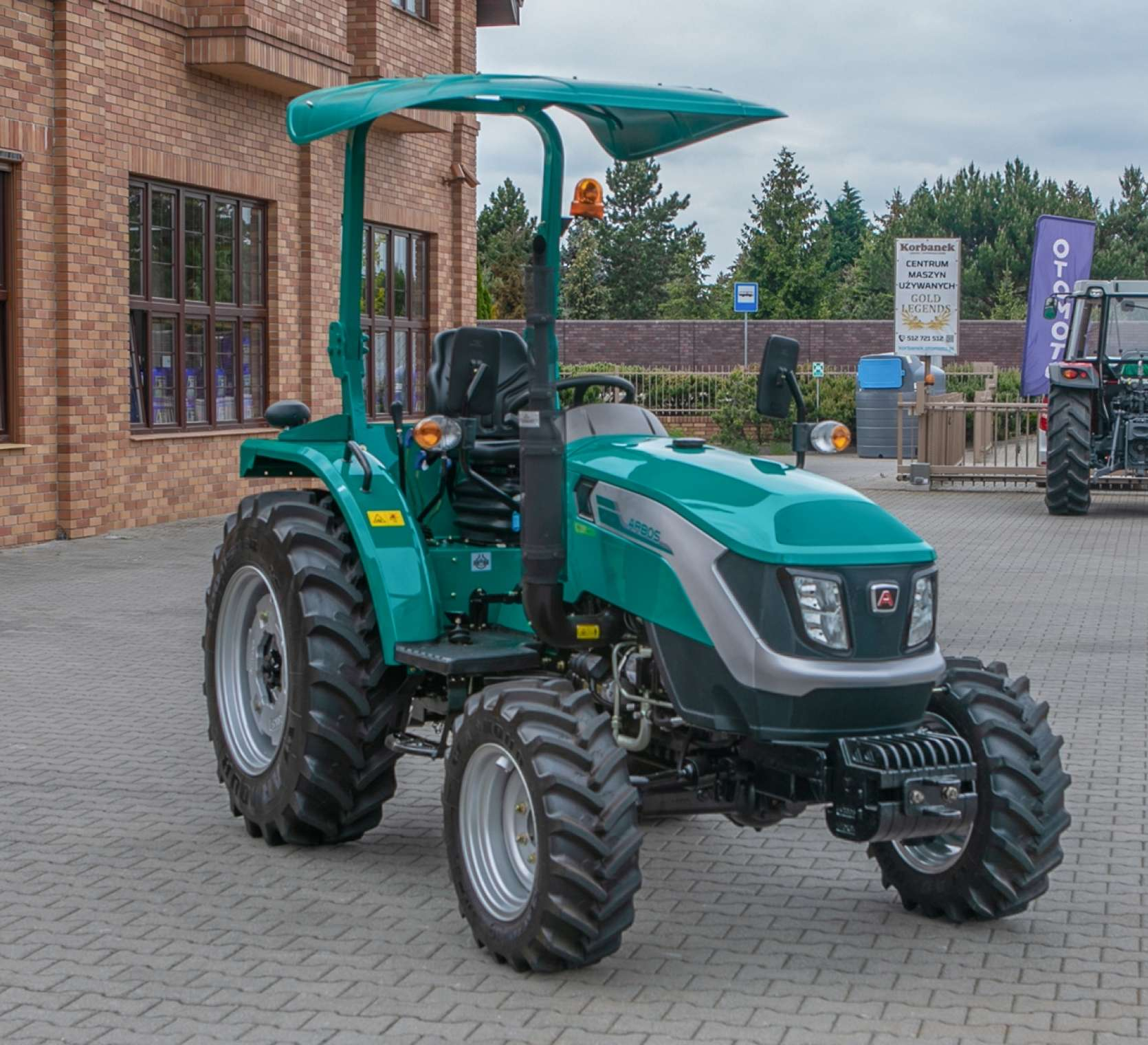 Fotografia na której zaprezentowany jest traktor Arbos 2025.