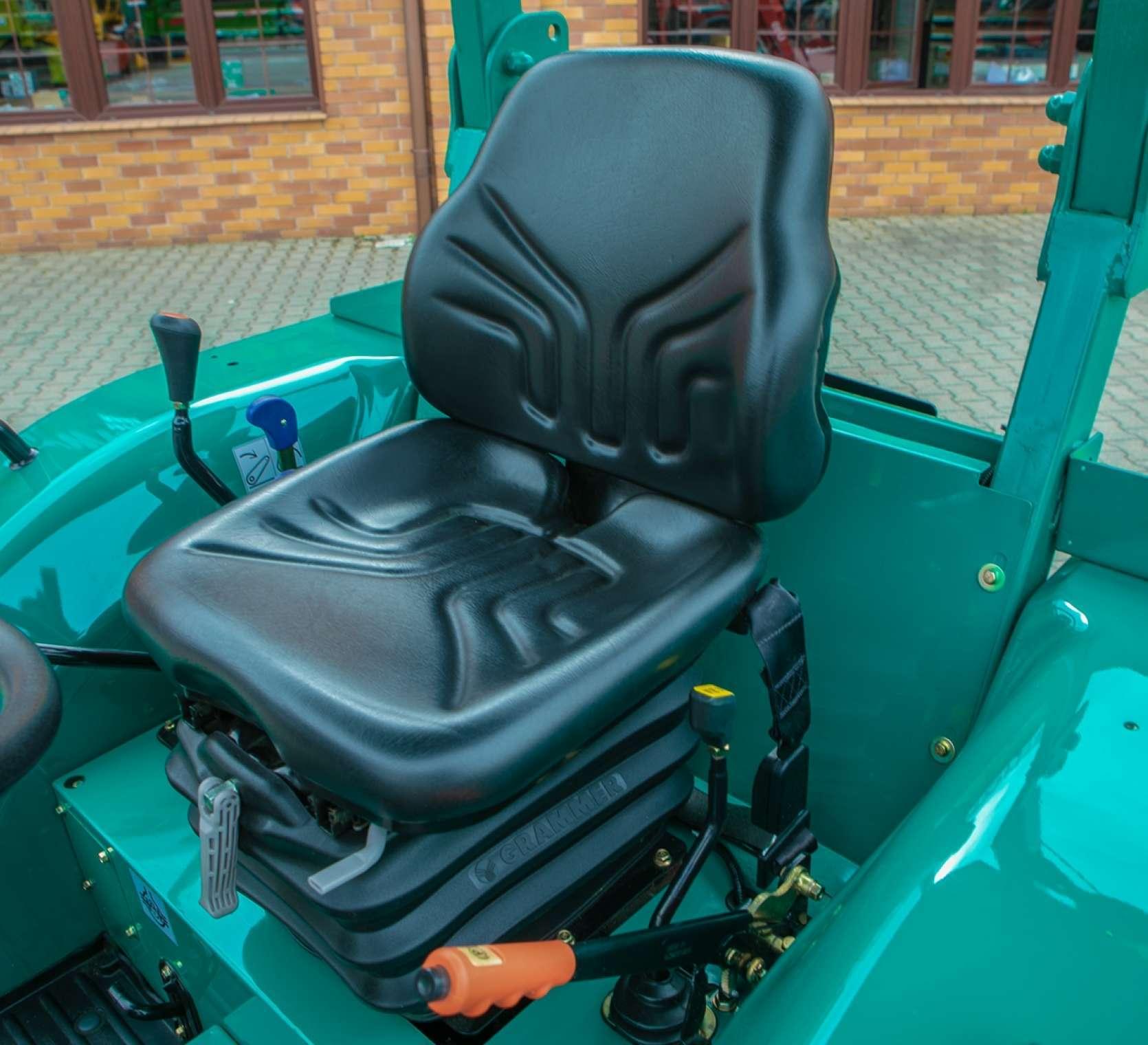 Fotel operatora w traktorze Arbos 2025 bez kabiny.