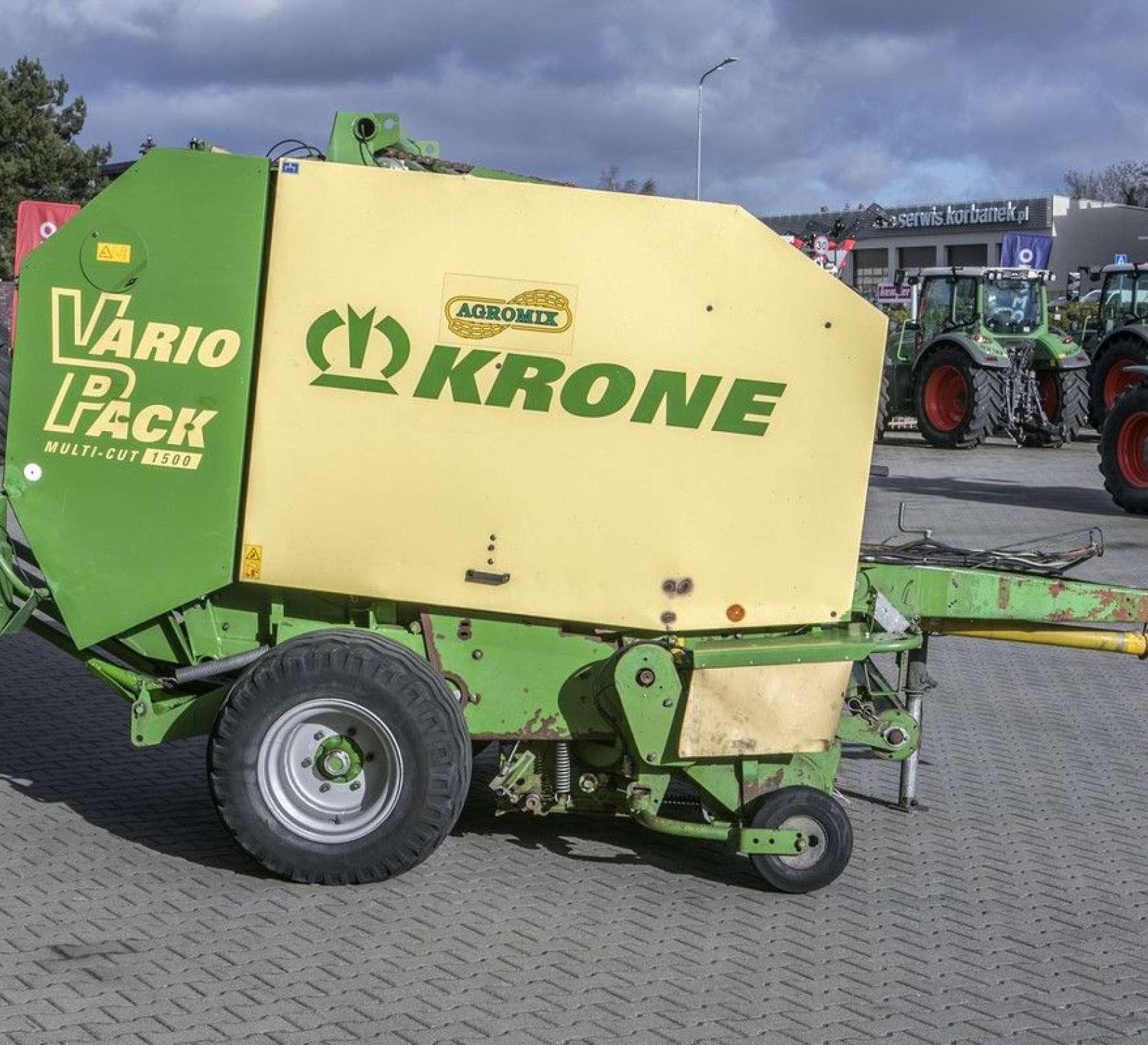 prasa rolująca używana Krone Vario Pack 1500 Multi Cut prawy bok gotowa do pracy