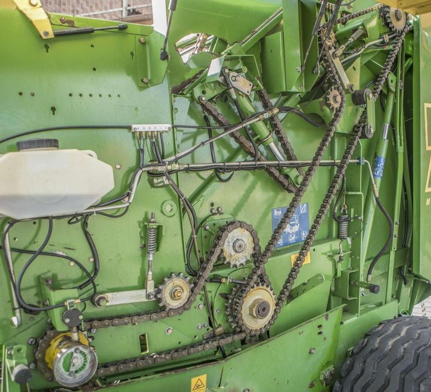 automatyczne smarowanie łańcuchów prasa zwijająca Krone Vario Pack 1500 Multi Cut