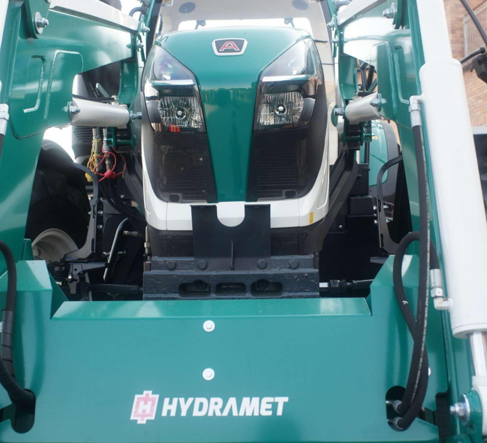 ladowacz czolowy hydramet xtreme zamontowany na Arbos