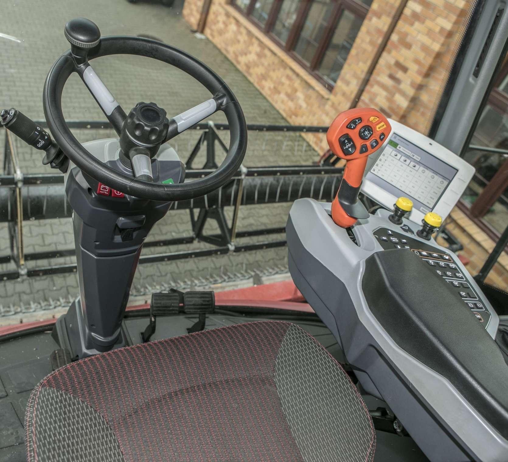 kombajn zbożowy Rostselmash RSM 161 panel sterowania fotel www.korbanek.pl