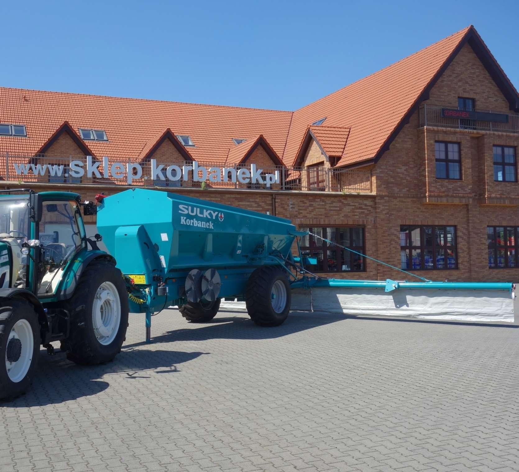 Rozsiewacz przyczepiany o pojemności 13 000 litrów