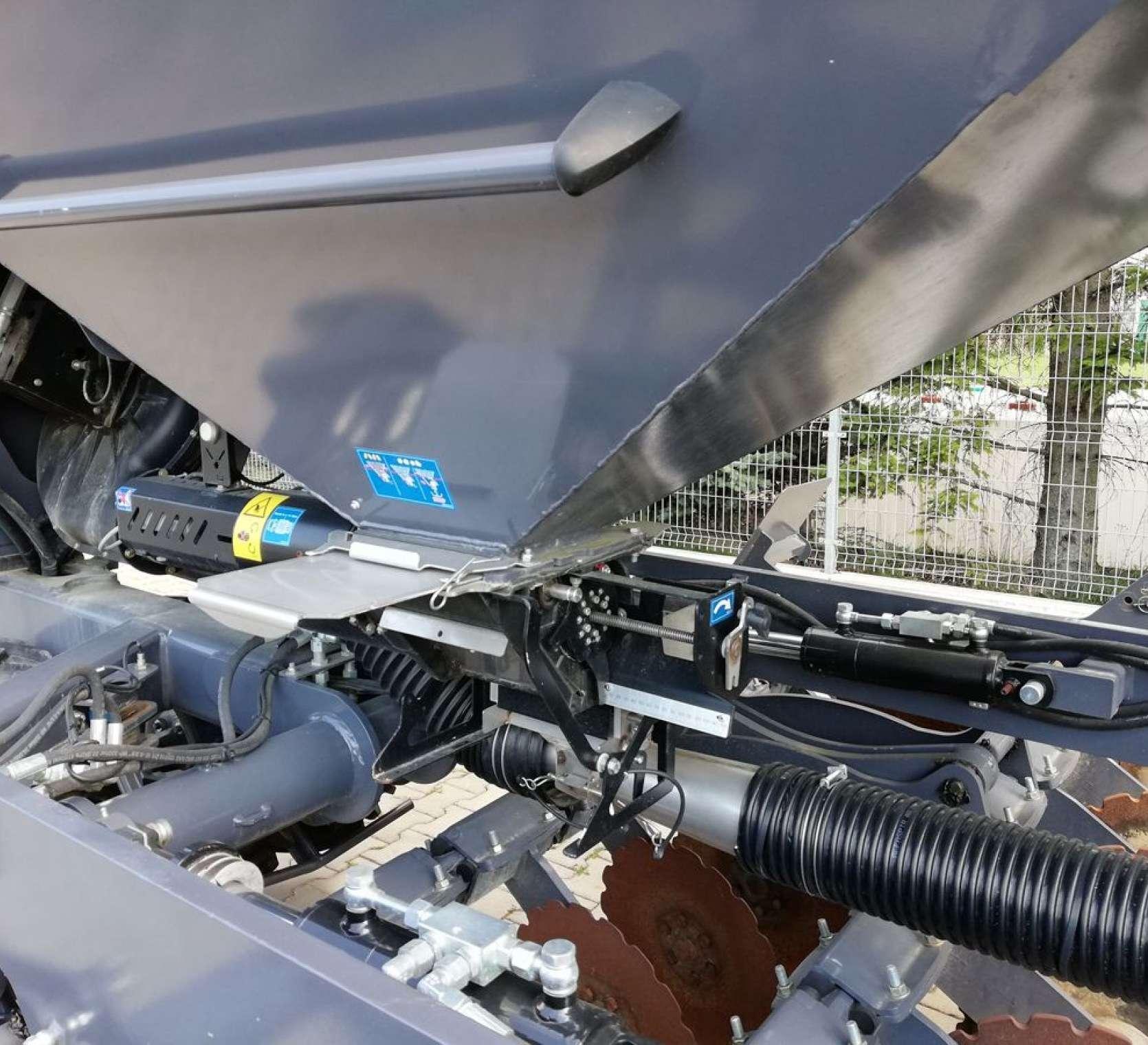 Podział ziarna za pomocą dozownika elektrycznego i pneumatyczny transport