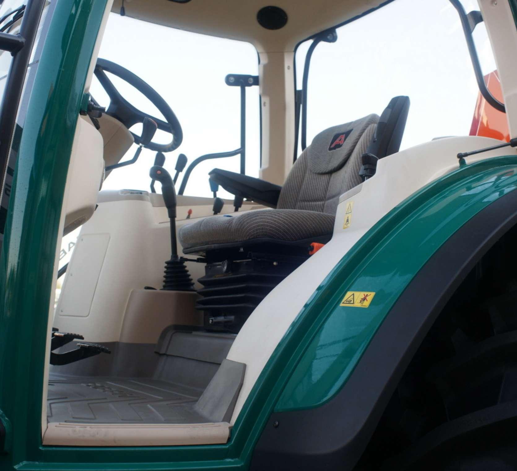 wygodny fotel operatora ciagnik rolniczy arbos 5115