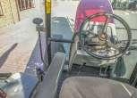 Dobry widok z boku kabiny traktora MF 5425 komfortowe siedzisko kolumna kierownicza