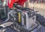 Otwarta maska od traktora Massey Ferguson model 5425 widoczny silnik Perkins cztero cylindrowy maszyna z oferty korbanek.pl