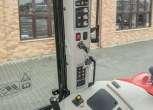 dzwignie sterowania oraz wyświetlacz kontrolno-sterujący DOT MATRIX w MF 5611 nowoczesnym traktorze od korbanek.pl