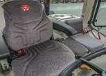 Komfortowe siedzenie operatora z naszytym logiem Massey Ferguson oraz siedzisko pasażera w ciągniku MF 5611