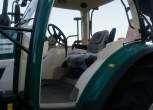 widok na wnetrze kabiny z zewnatrz od wejscia kierowcy arbos 5130 barwy kabiny jasne