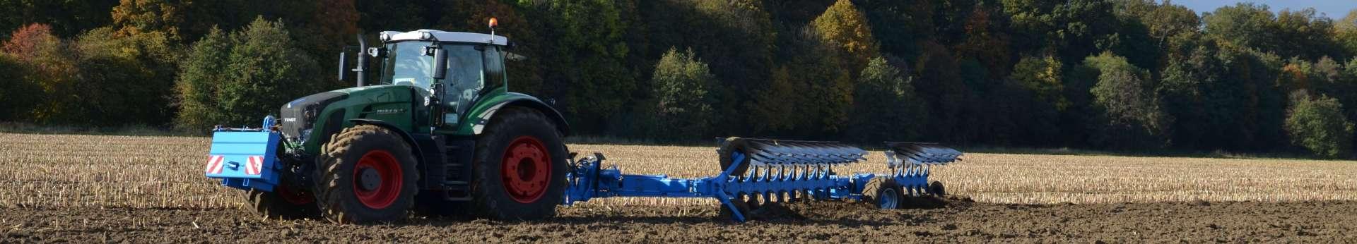 ciągnik rolniczy Fendt 936 Vario podczas pracy z pługiem Lemken