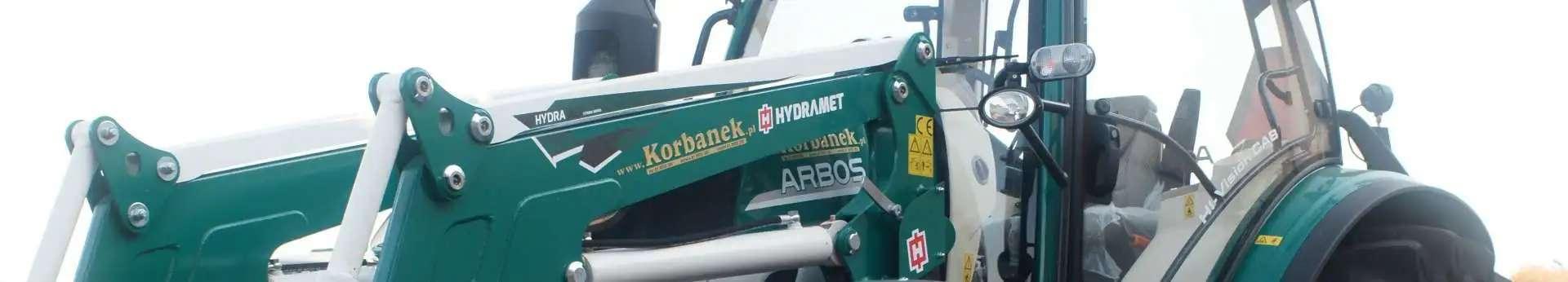 Zdjęcie przedstawiające ładowacz czołowy Hydramet Xterme 1 , zamontowany na ciągniku Arbos.