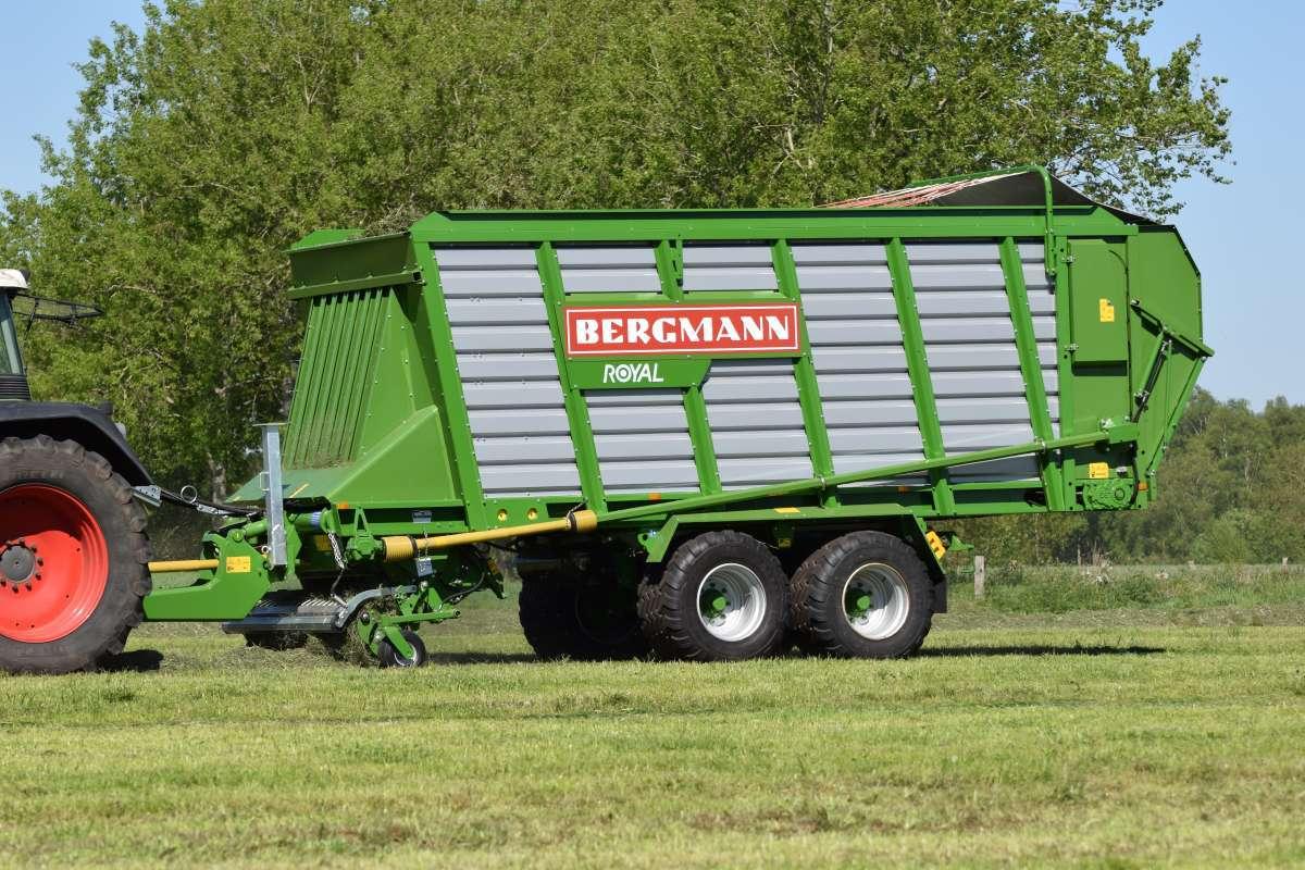 Przyczepa samozbierająca Royal Bergmann idealna do mniejszych gospodarstw
