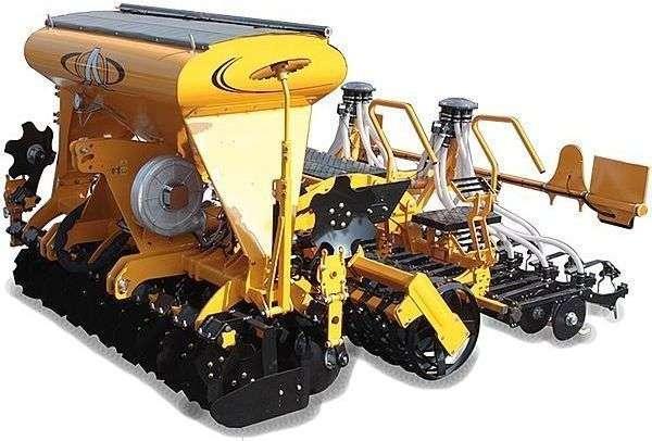 Zestaw uprawowo-siewny zawieszany AgrisemDisc-O-Sem Silver P widok boczy żółta maszyna na białym tle Korbanek.pl