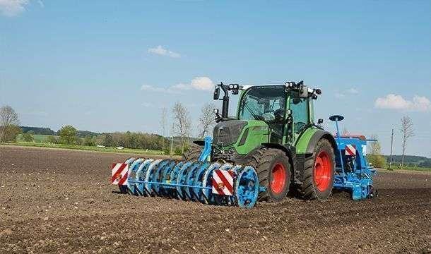 Ciągnik rolniczy Fendt 300 Vario S4 Profi