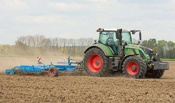 Ciągnik rolniczy Fendt 700 Vario S4 Profi