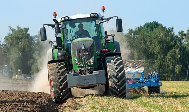 Ciągnik rolniczy Fendt 800 Vario S4 ProfiPlus