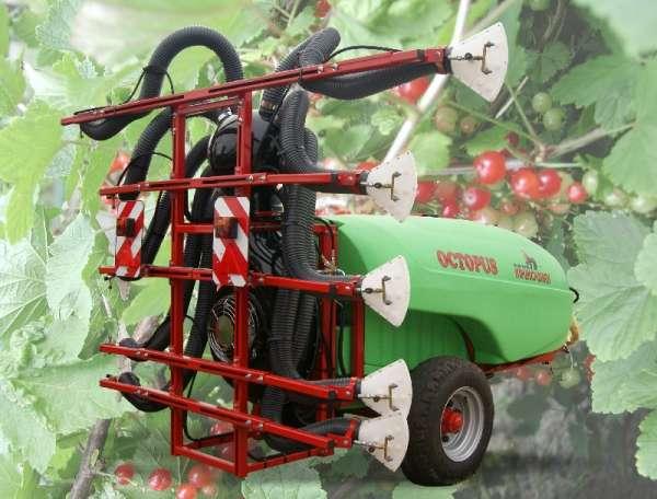Opryskiwacz sadowniczy przyczepiany OCTOPUS z przystawką SAD/P