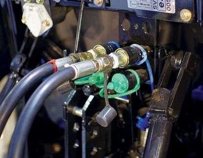 Tylne wyjścia hydrauliczne w ciągnikach LS serii R