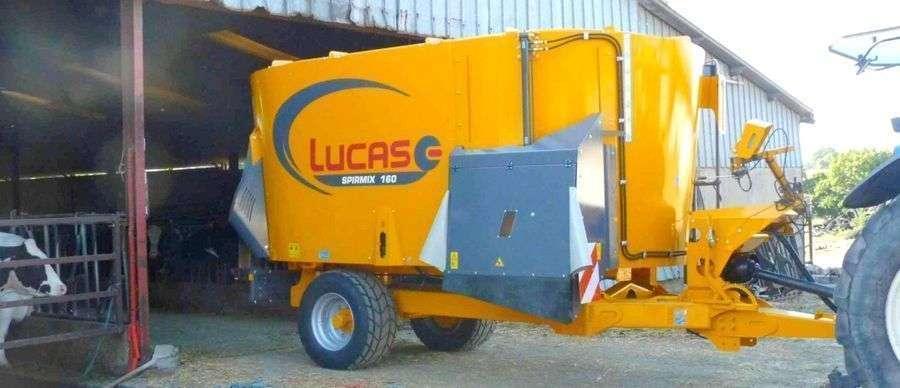 Wóz paszowy Lucas Spirmix z prawym oknem wysypowym o pojemności 16 m3