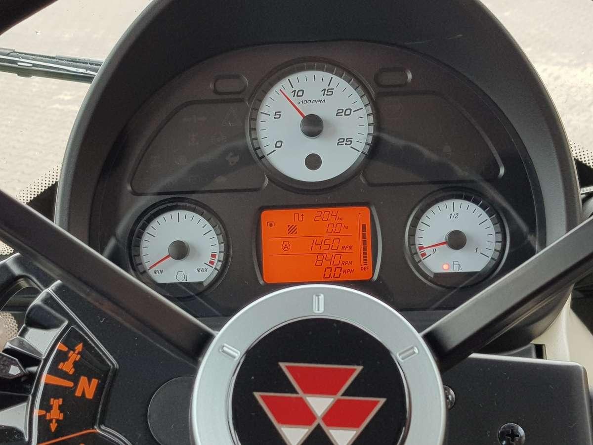 Kierownica i panel sterowania w mf 5700 sl