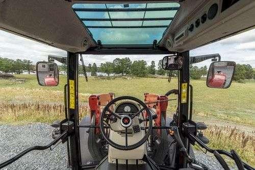 fabryczne mocowania ładowacza czołowego w ciągnikach Massey Ferguson