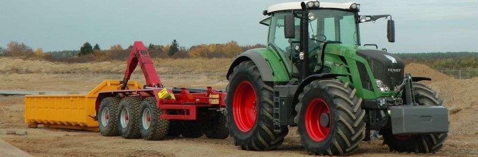 Zdjęcie przedstawiające przeczepę PH z firmy Metaltech, która służy do logistyki transportu w utrudnionych warunkach, np. podmokły grunt.