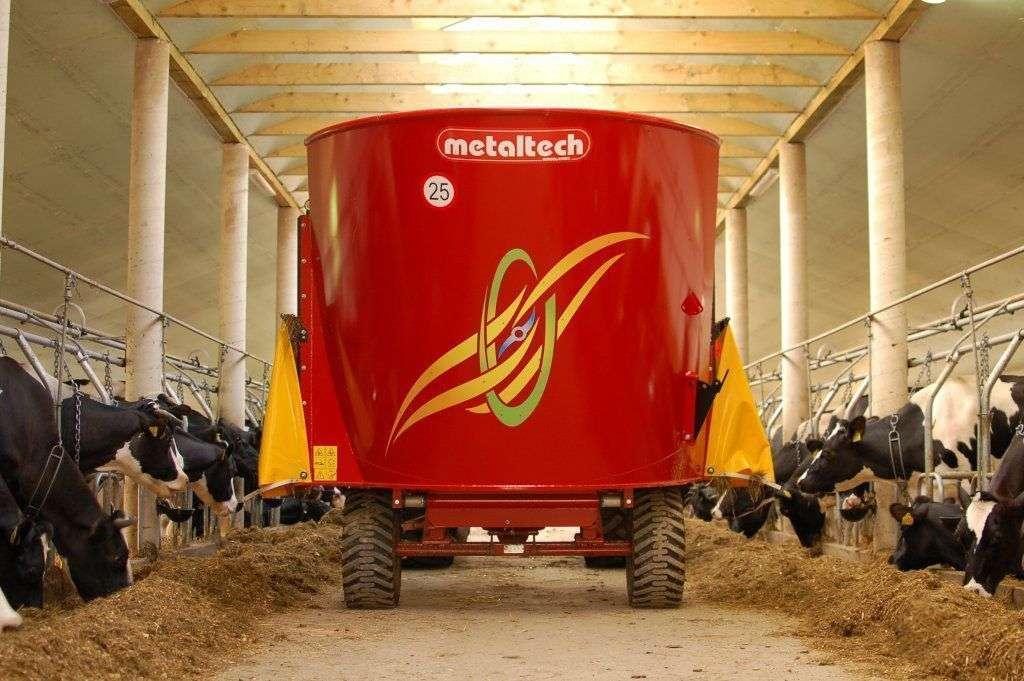 Zdjęcie prezentujące wóz paszowy WP z jednym mieszadłem pionowym.