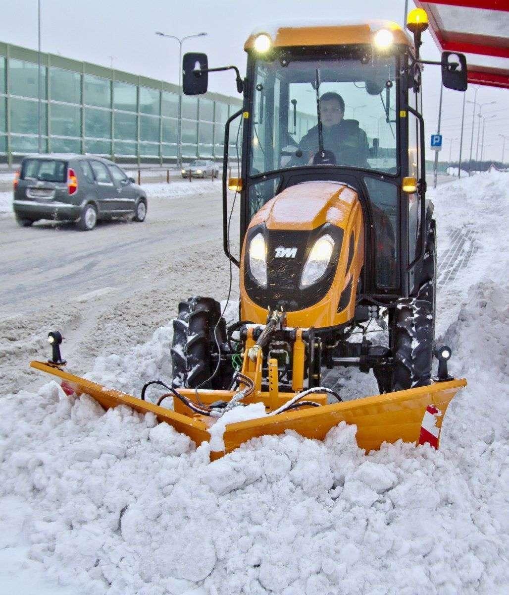 Lekki spychacz do śniegu, pług do odśnieżania CITY firmy SAMASZ przeznaczony dla małych ciągników rolniczych