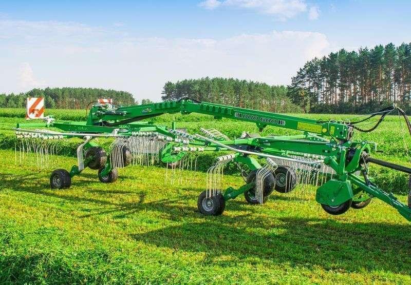 Zgrabiarka SAMASZ typ DUO 740 polecana jest do pracy w średnich i dużych gospodarstwach korbanek.pl