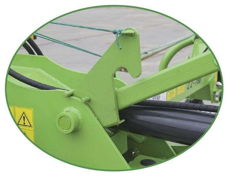 Blokada opuszczania karuzeli jest standardem w zgrabiarkach firmy Samasz serii Z2