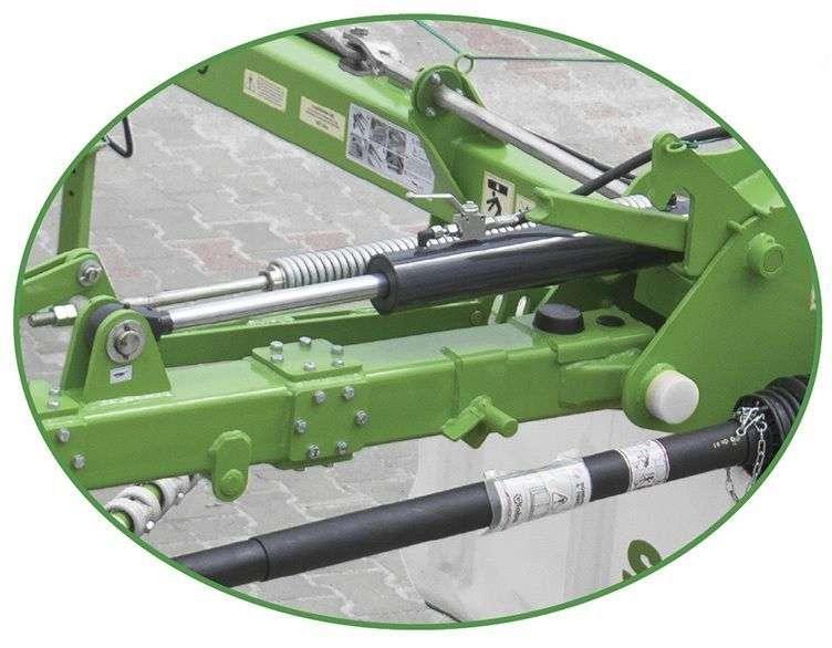 W zgrabiarkach Z2 firmy Samasz podnoszenie ramion odbywa się w sposób hydrauliczny