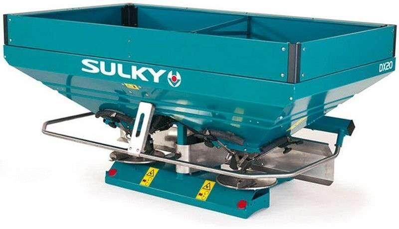 Rozsiewacz nawozów Sulky DX 20 z nadstawką łącznie 1500 litrów, zdjęcie studyjne