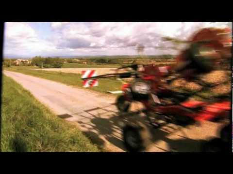 Embedded thumbnail for Przetrząsacz w akcji! FELLA TH 901 TRANS z wózkiem transportowym